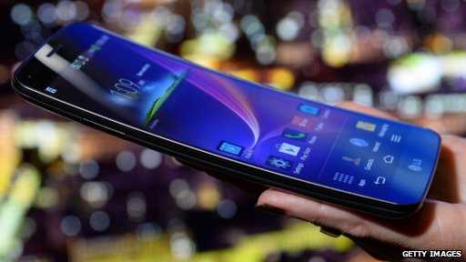 LG reveals the successor of its curved smartphone at CES 2015 – The LG G Flex 2