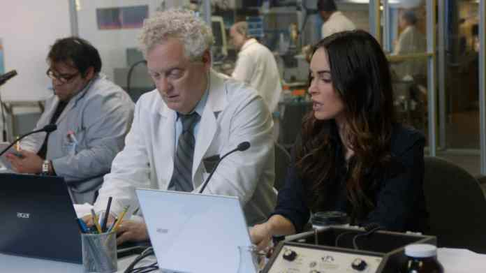 Megan Fox explores her hidden passion with an Acer Aspire S7 3