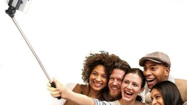 Smile and Pose: 7 Best Selfie Sticks You Can Buy in 2018