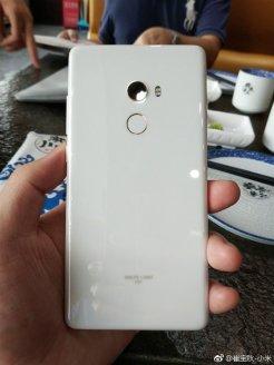 White-Xiaomi-Mi-Mix-2-1