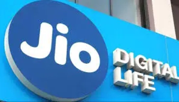 Reliance Jio Data Pack offers 2GB free complementary data to ease your  month-end recharge woes | Digit
