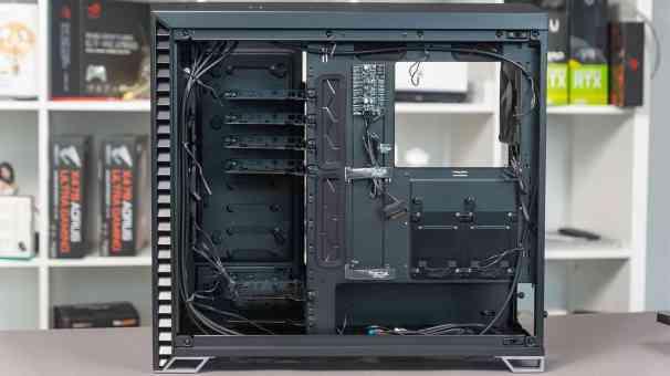 Fractal-Vector-RS-Rückseite-Offen-Kabel-1