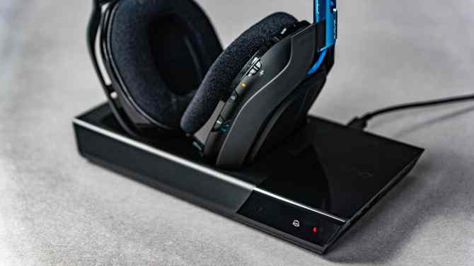 Astro-A50-Wireless-Headset-13