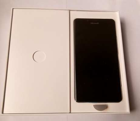 microsoft-lumia-950-open-box