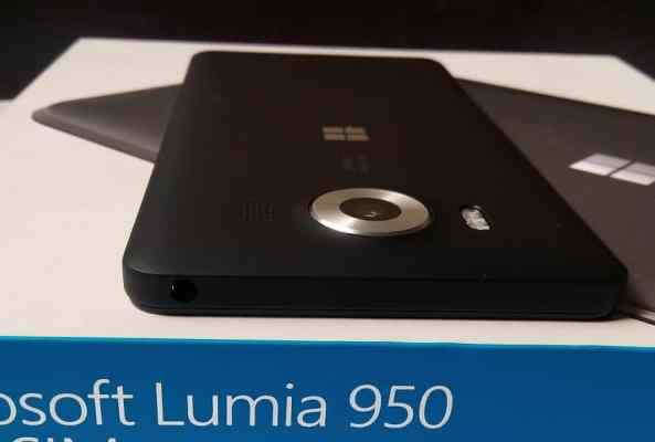 microsoft-lumia-950-top-2
