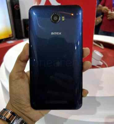 Intex Aqua 5.5 VR Design