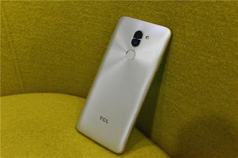 TCL Y660