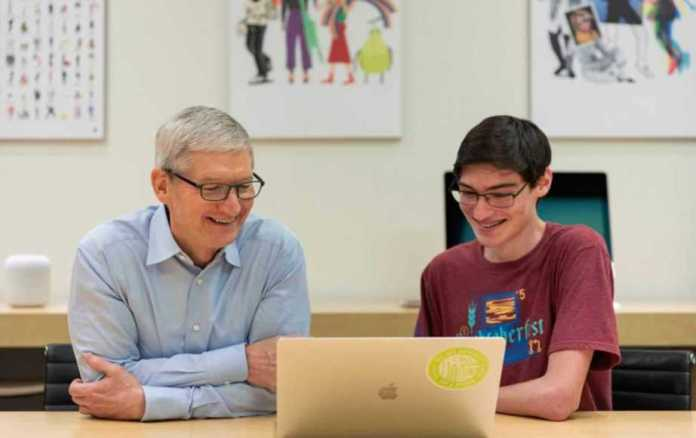 Tim Cook SEO Of Apple Says A 4 Year Degree is Not Required To Be Good At Coding