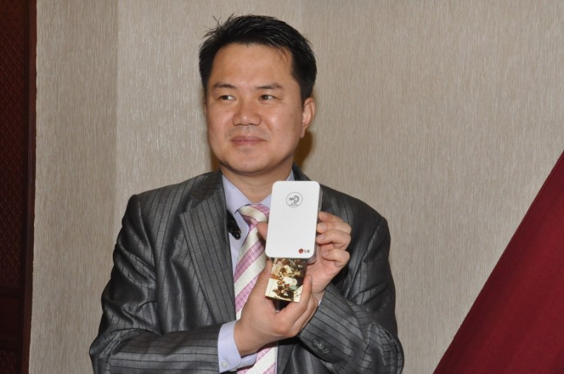 LG East and Central Africa Managing Director, Mr Josep Kim Prints an instant picture using the LG Pocket Photo Smart Mobile Printer.