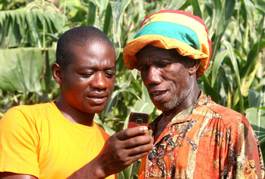 Rural-Farmers-learning-how-to-use-Mobile-Technology.-Source-Esoko