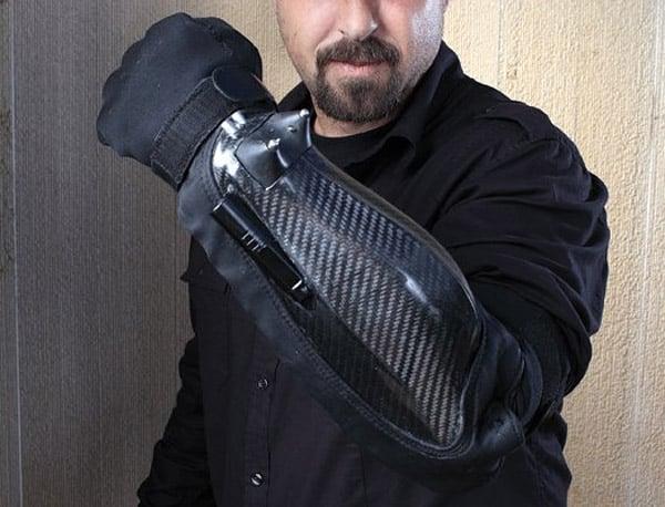 bodyguard_stun_gun_gauntlet