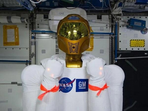 nasa r2 gm robonaut 2 space robot tweet twitter