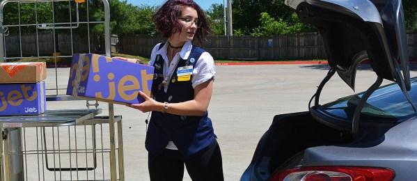 월마트, 직원들이 퇴근길에 상품 배송