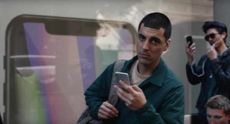 아이폰 X으로 불거진 노치부(notch)의 미래