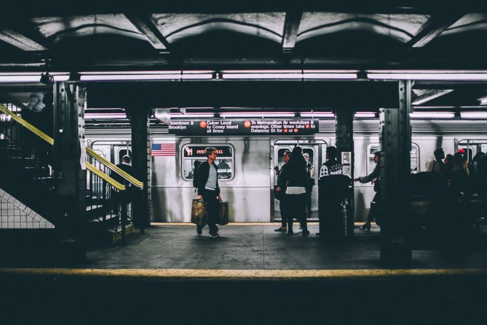 차량 공유 서비스 영향으로 뉴욕 지하철 승객 2년째 감소