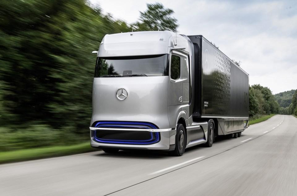 벤츠의 트럭 엔진 공장, 50% 인력 감축 위기