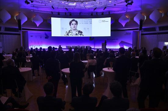 Videobotschaft von Patricia Espinosa, Generalsekretärin der Klimarahmenkonvention der Vereinten Nationen (UNFCC) anlässlich des Launch des internat. Energiewende Award am 22.11.2016 beim dena Kongress im bcc, Berlin