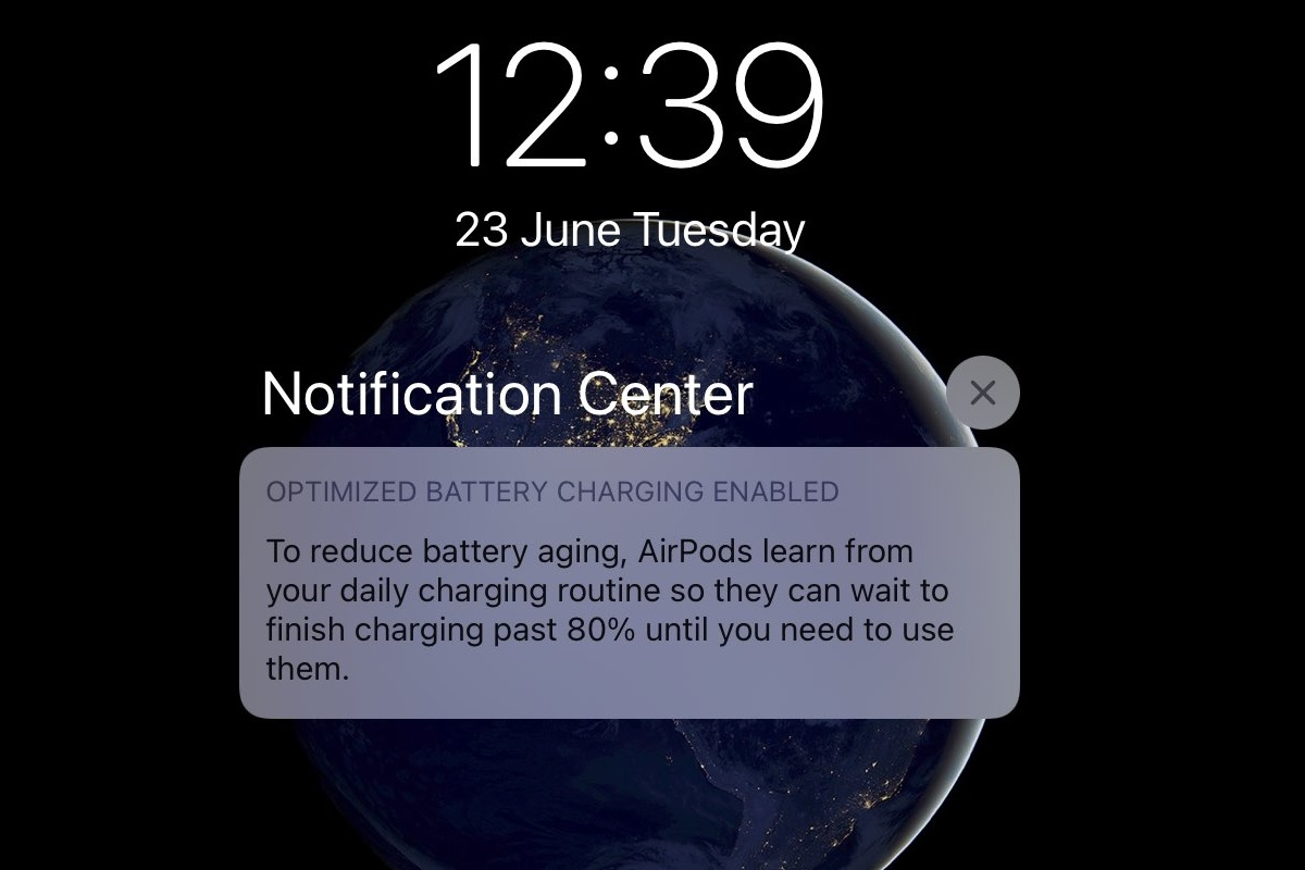 The optimized battery charging function of iOS 14 extends the battery life of AirPods