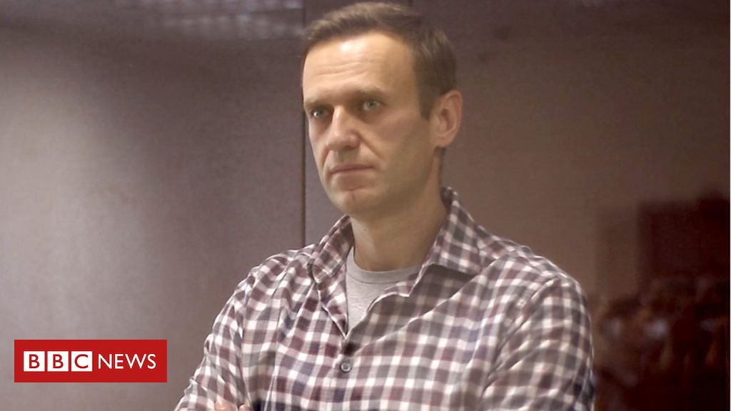 Russia moves ailing Putin critic Navalny to prison hospital - BBC News