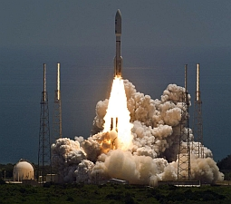 Atlas V rocket launches NASA's Juno planetary probe (Scott Andrews/NASA)
