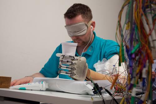 Dennis Sørensen testing the prosthetic hand