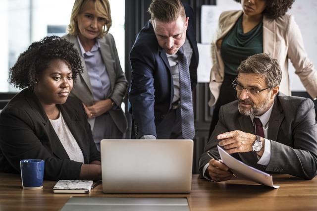 Workgroup around laptop