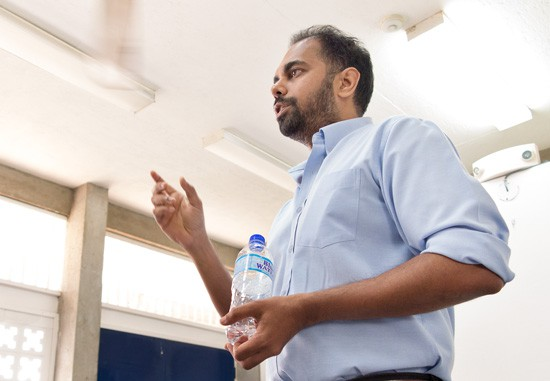 Shiva Bissessar explains cryptocurrencies at a recent TTCS tech meeting at Open Campus.  Photograph by Mark Lyndersay.