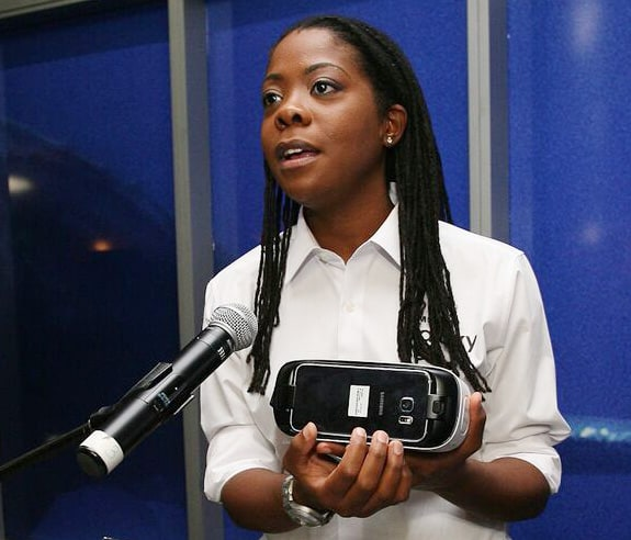 Gracia Whyte demonstrates the Samsung Gear VR