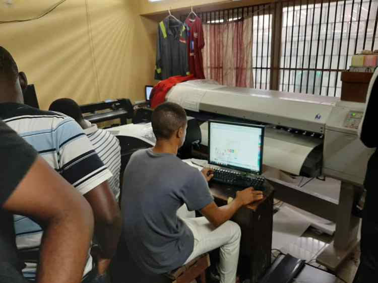 A printing shop in the Sura Shopping Complex that Technext visited