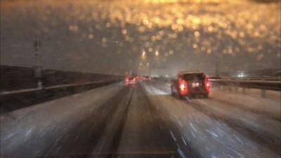 高速道路 みぞれ 雪の道路