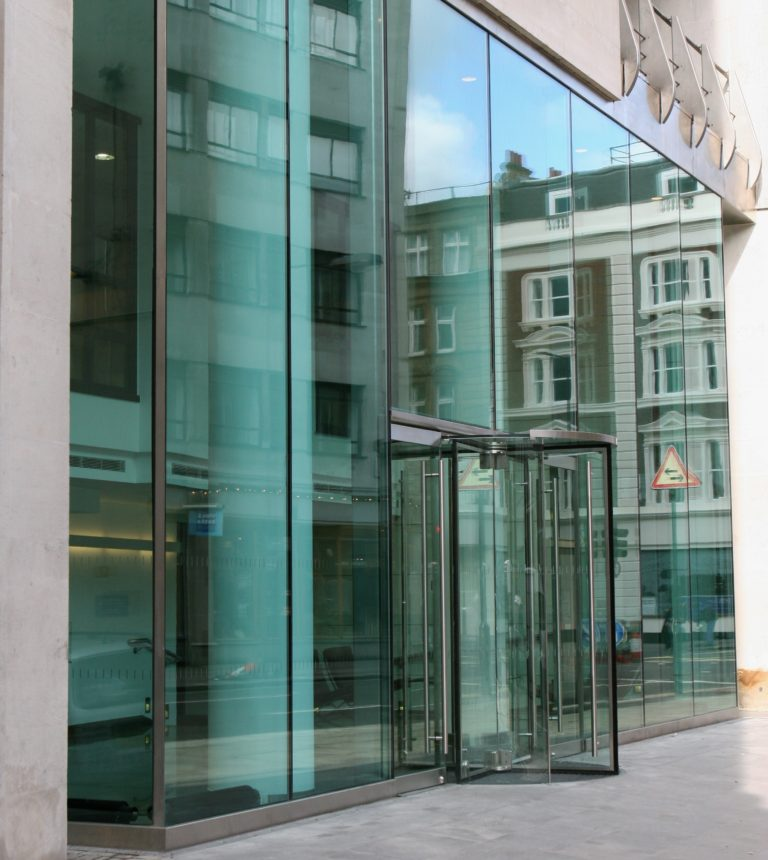 Large Structural Glass Panels
