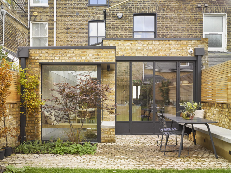 Glazed side infill extension