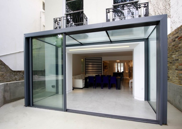 Minimal glass rear extension to historic townhouse