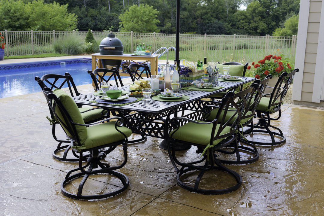 7 Perfect Small Outdoor Tables for Al Fresco Dining