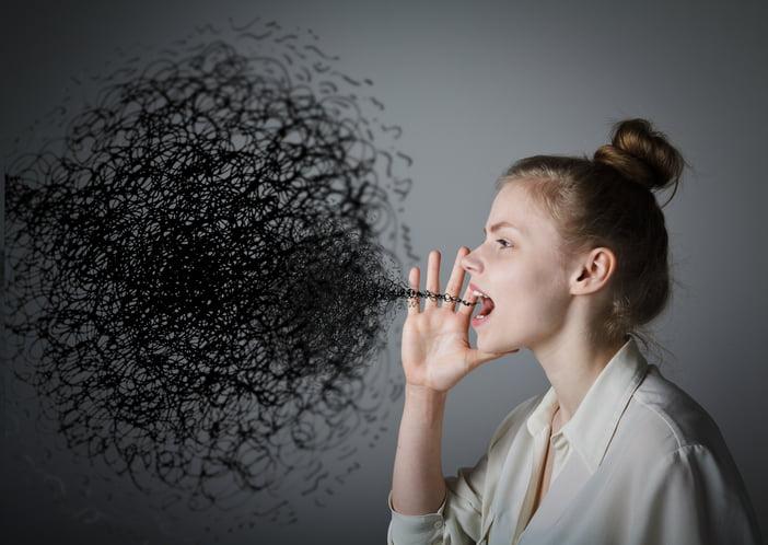 dievca otvorene usta krici porucha reci - Transformująca moc ekspresji