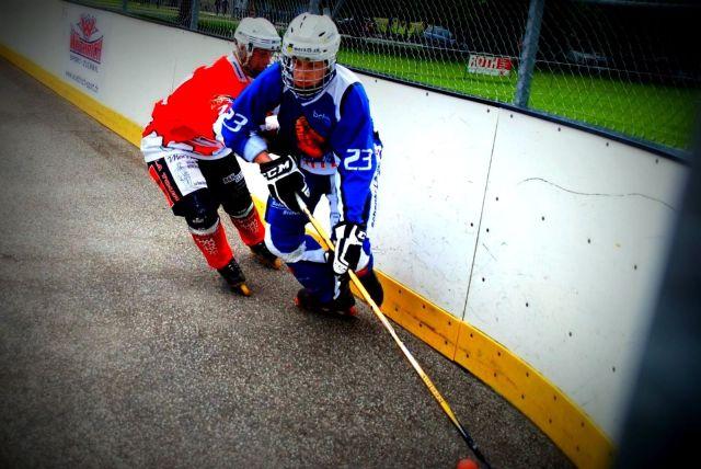 Comment choisir ses roues de roller hockey - Joueurs de roller hockey en extérieur - Photo de Mauretho via Pixabay