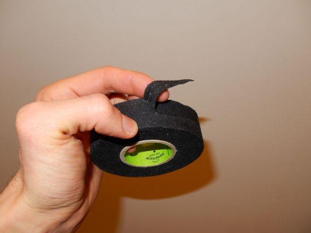 Découpe du tape pour le taping du manche