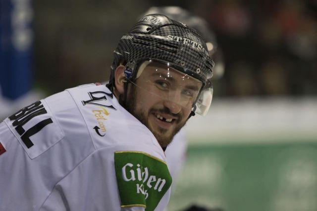 Joueur de hockey édenté - Photo par Bernd Lindner 98 via Pixabay