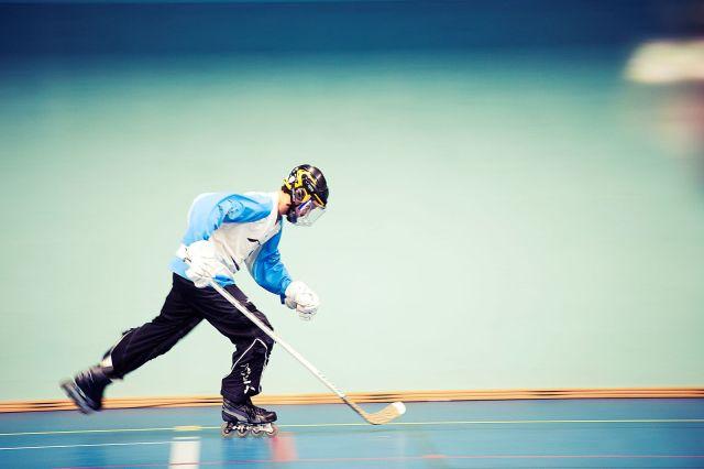 Joueur de roller-hockey à l'échauffement - Technique-Hockey