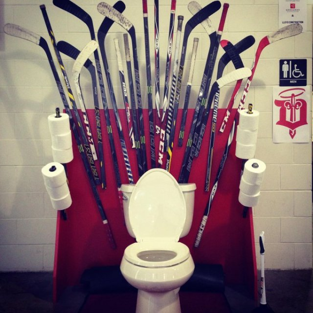 La toilette Game of Thrones des Dubuque Fighting Saints - Photographe inconnu
