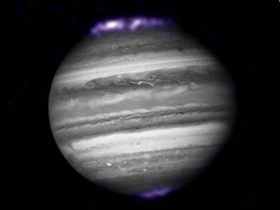 Hubble e le immagini dell'aurora da giove