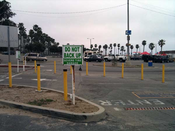 Sign: Do Not Back Up
