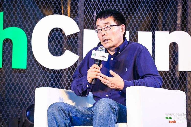 """Dr. Fengmin Gong speaking at a panel called """"Big Data Benefits for Urban Transportation"""" at TechCrunch Shenzhen 2017."""
