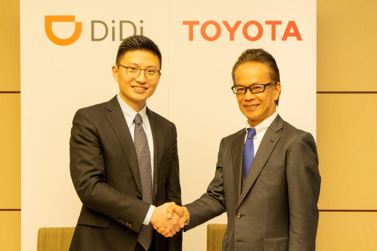 In this image from Didi Chuxing, Stephen Zhu, senior vice president of Didi (left), and Shigeki Tomoyama, Toyota executive vice president signed the agreement in Beijing on Thursday, July 25, 2019. (Image credit: Didi Chuxing)