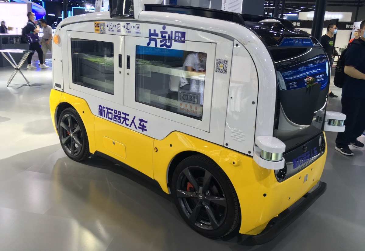 softbank robot delivery autonomous driving unmanned vehicles china AV self-driving neolix
