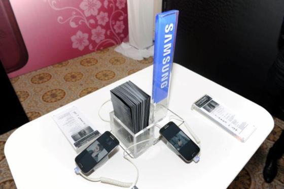 Samsung представила сматфоны La Fleur в формате закрытого фэшн-показа