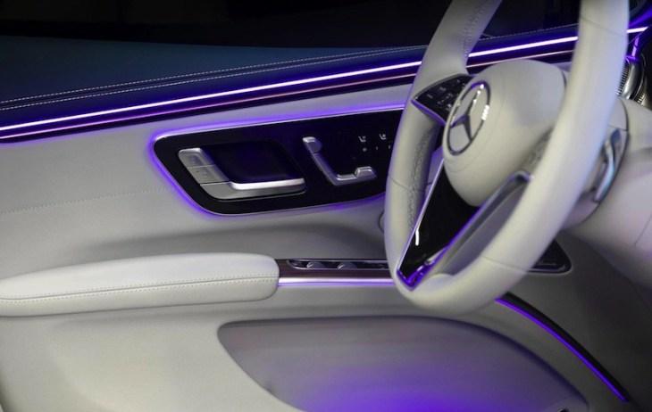 Роскошный салон электромобиля Mercedes-Benz EQS показали на фото