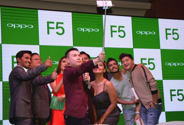 ओपो एफफाइभ बजारमा, ३४ हजार रुपैयाँ पर्ने फूल स्क्रिन डिस्प्ले फोन