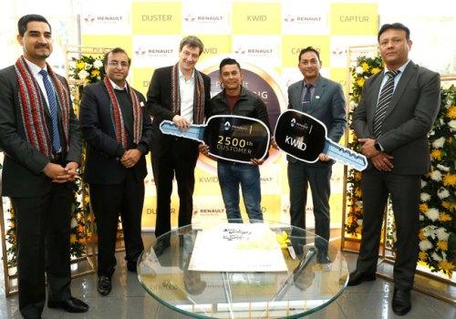 रेनोद्धारा नेपालमा २५०० वटा गाडि बिक्री, २५००औं ग्राहक मनाउँदै