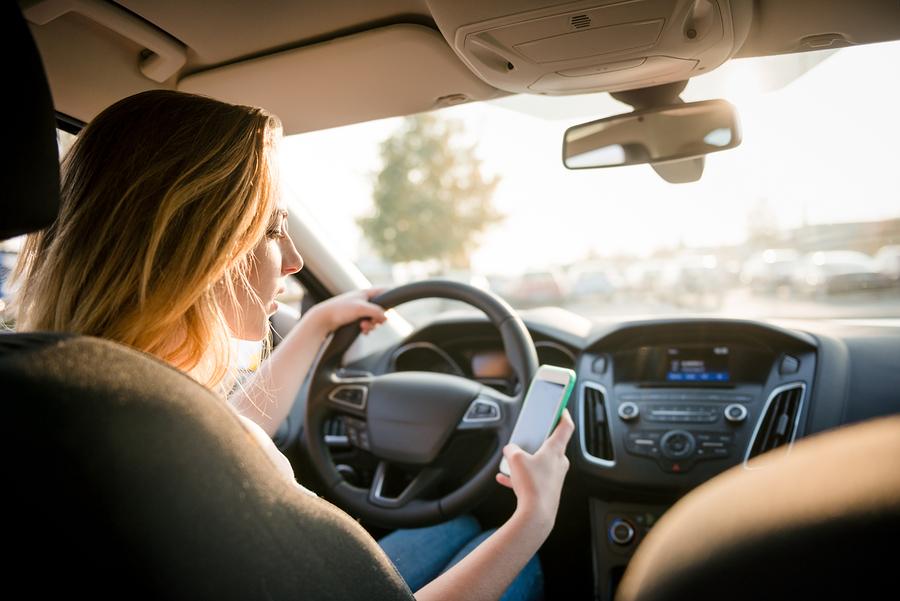 भारतमा अक्टुबर १ देखि ड्राइभिङ्ग गर्दा नेभिगेसनको लागि मोबाइल फोन प्रयोग गर्न पाईने